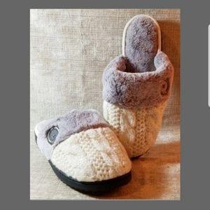 NWOT Dearfoams slippers